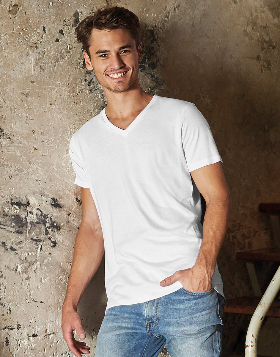 B and C Men's Favourite Organic V-Neck Tee